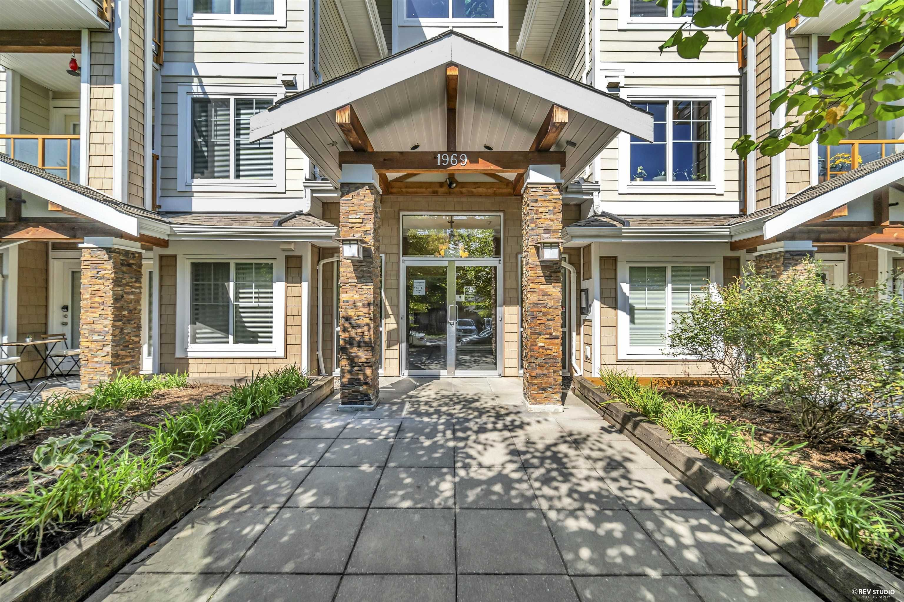 """Main Photo: 412 1969 WESTMINSTER Avenue in Port Coquitlam: Glenwood PQ Condo for sale in """"The Saphire"""" : MLS®# R2616999"""
