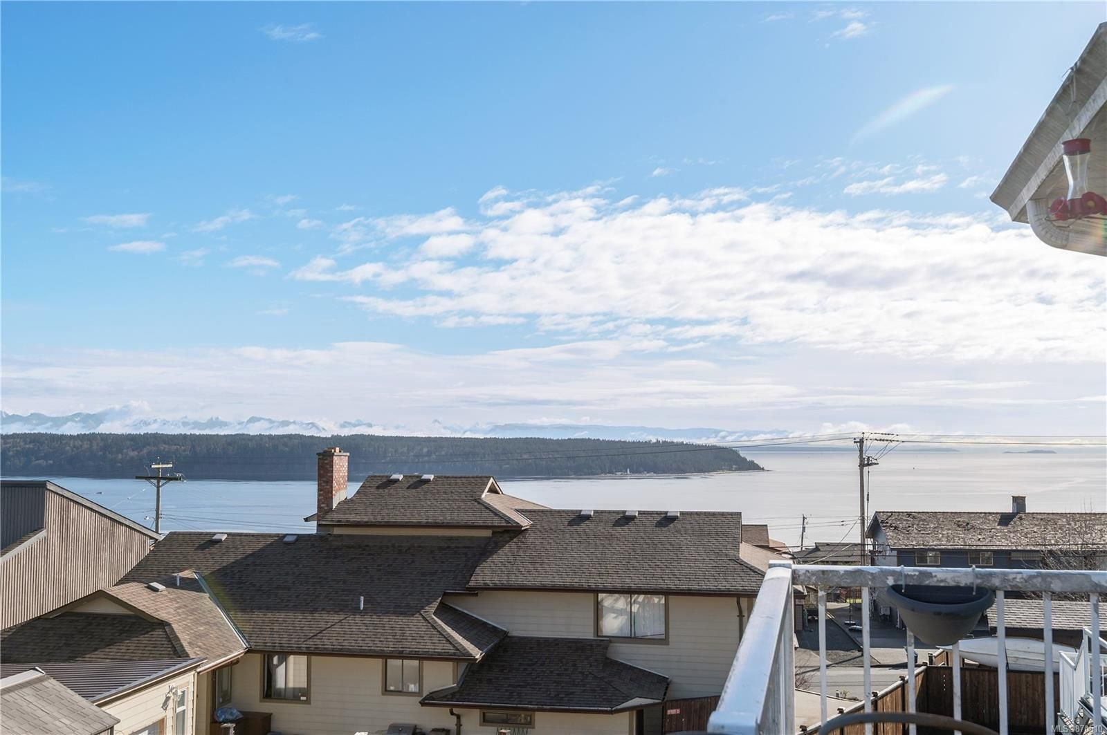 Main Photo: 581 S Alder St in : CR Campbell River Central House for sale (Campbell River)  : MLS®# 870510