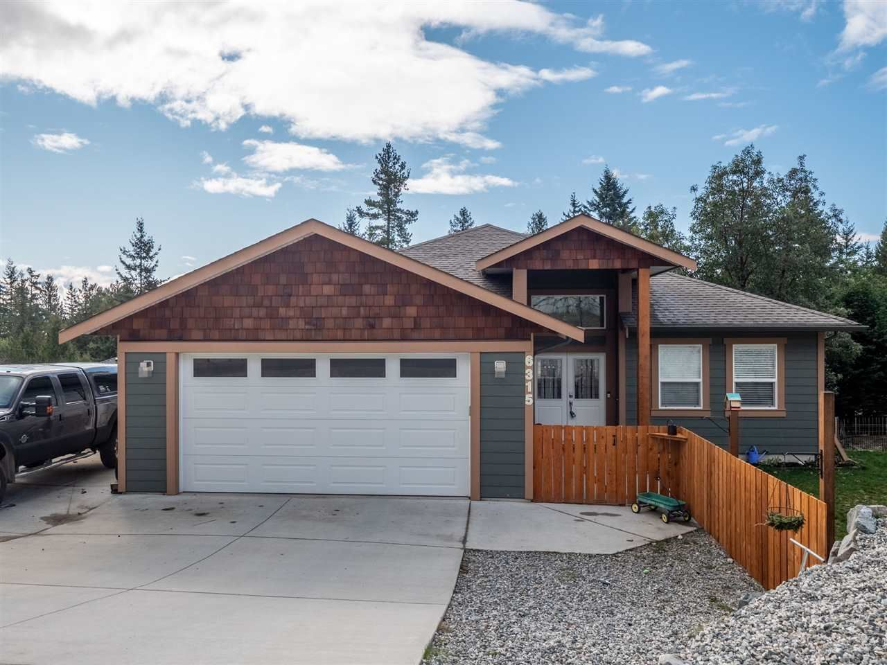 Main Photo: 6315 ORACLE Road in Sechelt: Sechelt District House for sale (Sunshine Coast)  : MLS®# R2536883