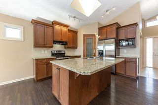 Photo 9: 918 CHAHLEY Crescent in Edmonton: Zone 20 House for sale : MLS®# E4237518