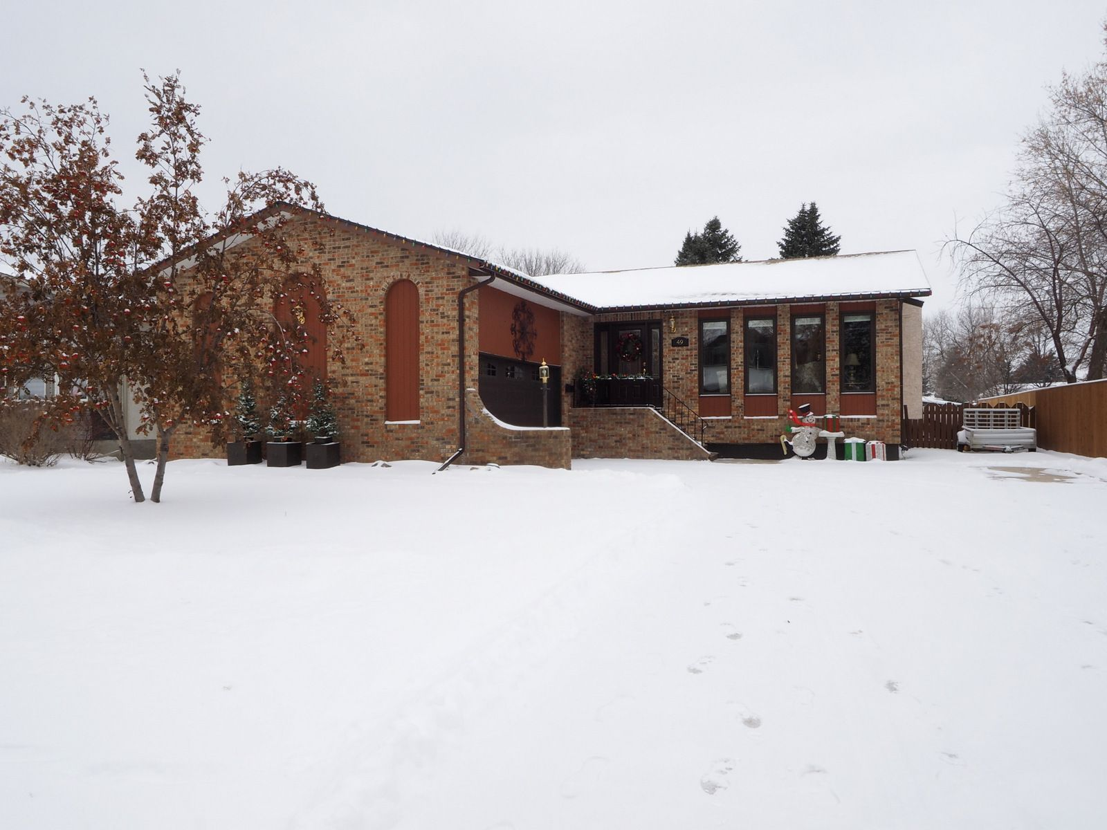 Main Photo: 49 Armstrong Street in Portage la Prairie: House for sale : MLS®# 202029785