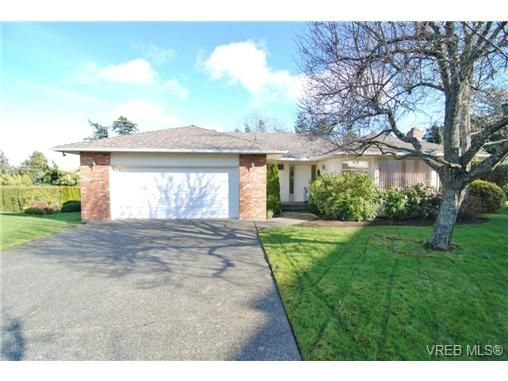 Main Photo: 3927 Staten Place in VICTORIA: SE Arbutus Residential for sale (Saanich East)  : MLS®# 333403