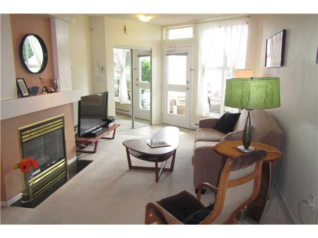 """Photo 4: Photos: 739 E 17TH Avenue in Vancouver: Fraser VE Townhouse for sale in """"KINGSGATE MANOR"""" (Vancouver East)  : MLS®# V1064466"""