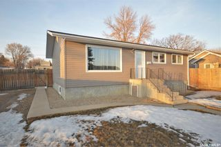 Photo 2: 1034 Stadacona Street East in Moose Jaw: Hillcrest MJ Residential for sale : MLS®# SK844220