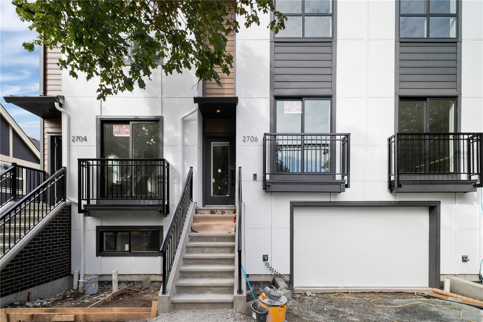 Main Photo: 2706 Graham St in Victoria: Vi Hillside Row/Townhouse for sale : MLS®# 884555