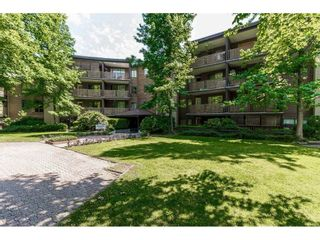 """Photo 2: 105 10644 151A Street in Surrey: Guildford Condo for sale in """"LINCOLN'S HILL"""" (North Surrey)  : MLS®# R2431314"""