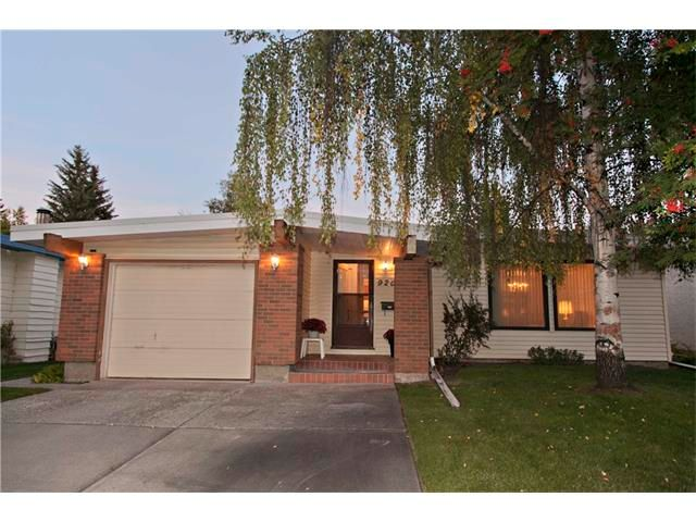 Main Photo: 920 CANNELL Road SW in Calgary: Canyon Meadows House for sale : MLS®# C4031766