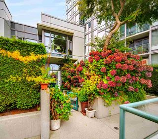 """Photo 29: 3F 1067 MARINASIDE Crescent in Vancouver: Yaletown Townhouse for sale in """"Quaywest"""" (Vancouver West)  : MLS®# R2551534"""