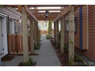 Photo 8: 2 2210 Quadra St in VICTORIA: Vi Central Park Row/Townhouse for sale (Victoria)  : MLS®# 313532