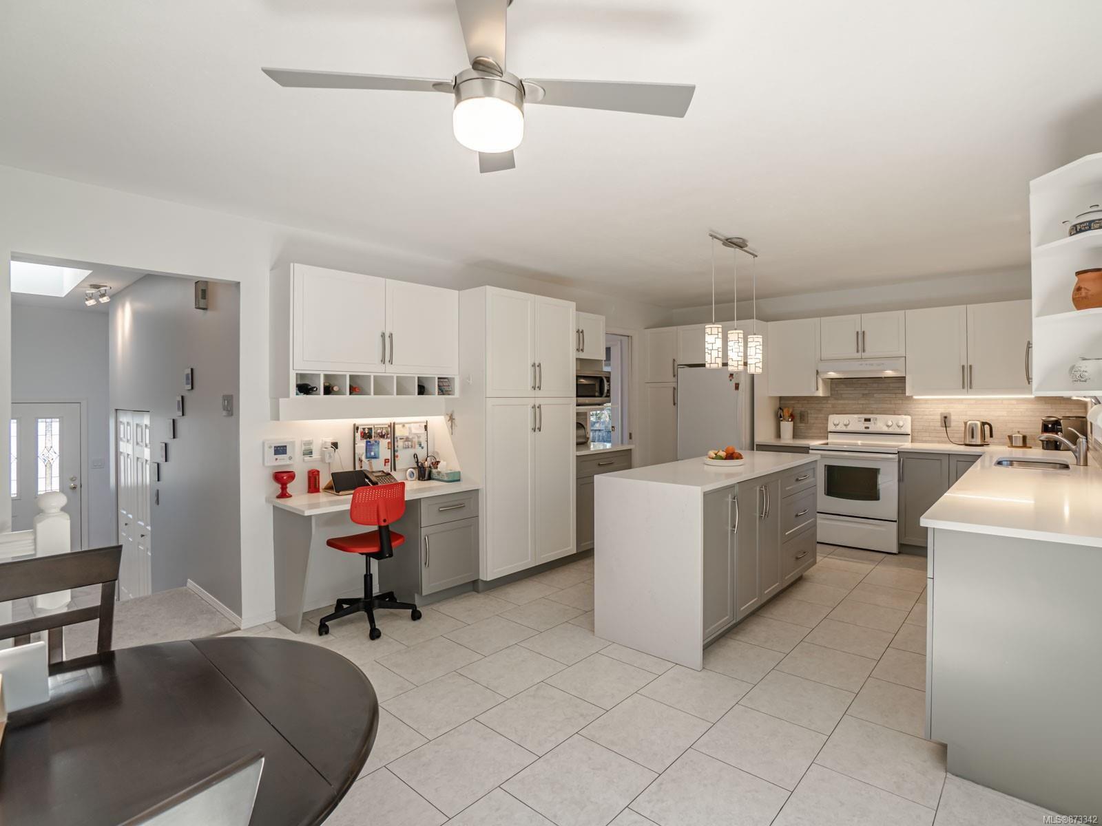 Photo 15: Photos: 5294 Catalina Dr in : Na North Nanaimo House for sale (Nanaimo)  : MLS®# 873342
