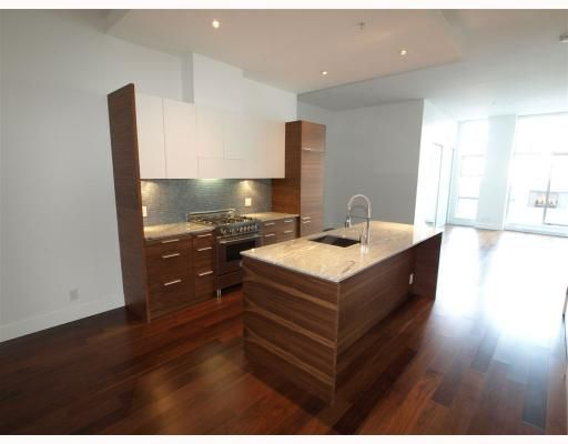 """Main Photo: 102 4375 W 10TH Avenue in Vancouver: Point Grey Condo for sale in """"VARSITY"""" (Vancouver West)  : MLS®# V748079"""