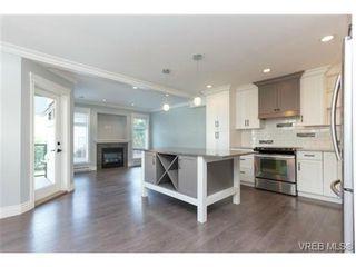 Photo 2: 252 ontario St in VICTORIA: Vi James Bay Half Duplex for sale (Victoria)  : MLS®# 736021