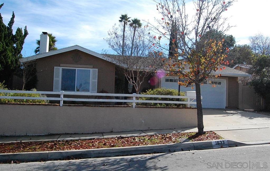 Main Photo: SOUTH ESCONDIDO House for sale : 4 bedrooms : 1633 Kenora Dr in Escondido