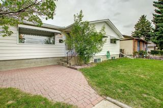 Photo 2: 1124 Northmount Drive NW in Calgary: Brentwood Detached for sale : MLS®# A1144480