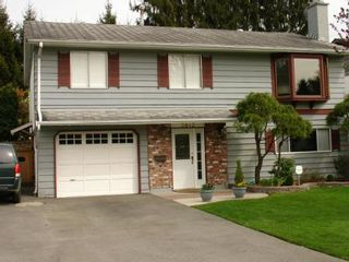 Photo 2: Great Family Home!!