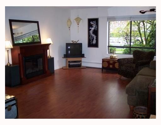 "Main Photo: 105 1877 W 5TH Avenue in Vancouver: Kitsilano Condo for sale in ""5TH AVE WEST"" (Vancouver West)  : MLS®# V768488"