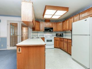 """Photo 7: 116 9781 148A Street in Surrey: Guildford Townhouse for sale in """"CHELSEA GATE"""" (North Surrey)  : MLS®# F1406838"""