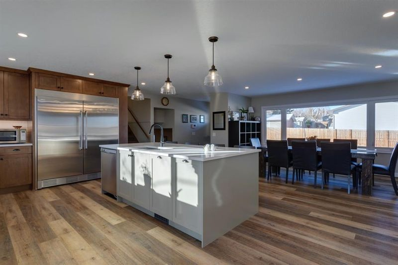 FEATURED LISTING: 1004 Huntercove Place Northwest Calgary