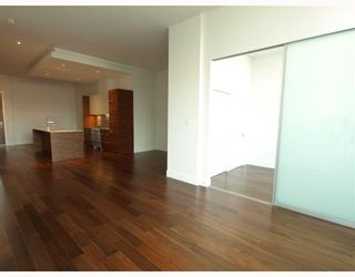 """Photo 2: 102 4375 W 10TH Avenue in Vancouver: Point Grey Condo for sale in """"VARSITY"""" (Vancouver West)  : MLS®# V748079"""