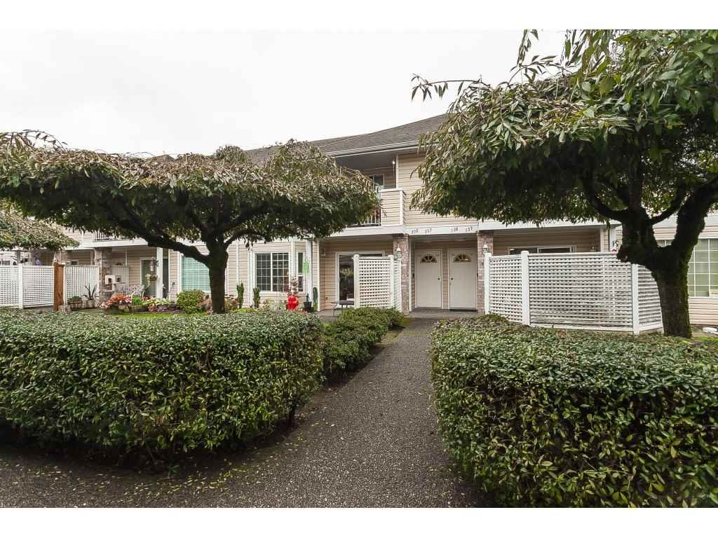 """Main Photo: 136 5641 201 Street in Langley: Langley City Townhouse for sale in """"The Huntington"""" : MLS®# R2409027"""