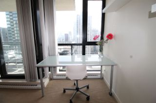 """Photo 13: 1303 909 MAINLAND Street in Vancouver: Yaletown Condo for sale in """"YALETOWN PARK 2"""" (Vancouver West)  : MLS®# R2561164"""