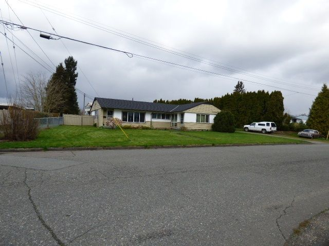 Main Photo: 8687 ELM Drive in Chilliwack: Chilliwack E Young-Yale Duplex for sale : MLS®# R2562846