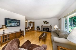 """Photo 2: 284 HARVARD Drive in Port Moody: College Park PM House for sale in """"COLLEGE PARK"""" : MLS®# R2385281"""