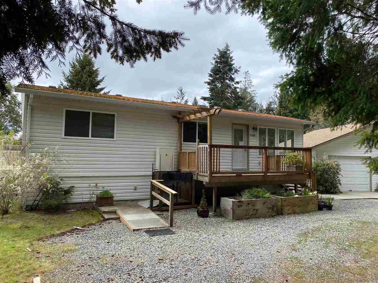 Main Photo: 4385 MARBLE Road in Sechelt: Sechelt District Manufactured Home for sale (Sunshine Coast)  : MLS®# R2451876