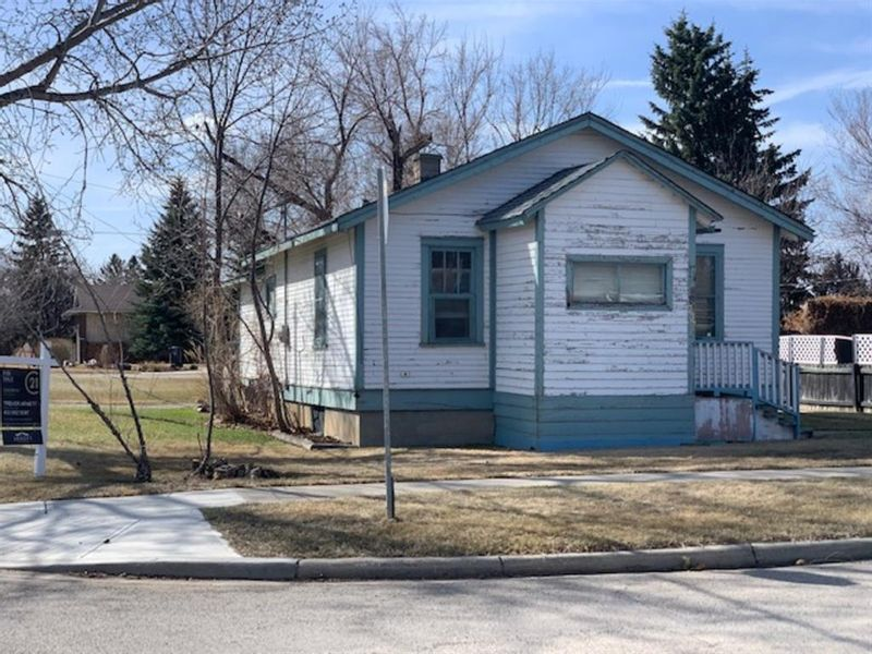 FEATURED LISTING: 237 6 Avenue Southeast High River