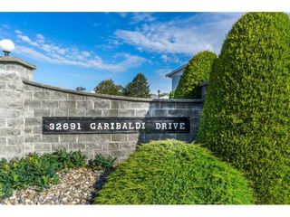 """Photo 1: 48 32691 GARIBALDI Drive in Abbotsford: Abbotsford West Townhouse for sale in """"Carriage Lane"""" : MLS®# R2096442"""