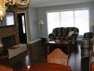 Photo 4: 132 Whiteview Place NE in Calgary: Whitehorn Detached for sale : MLS®# A1049368