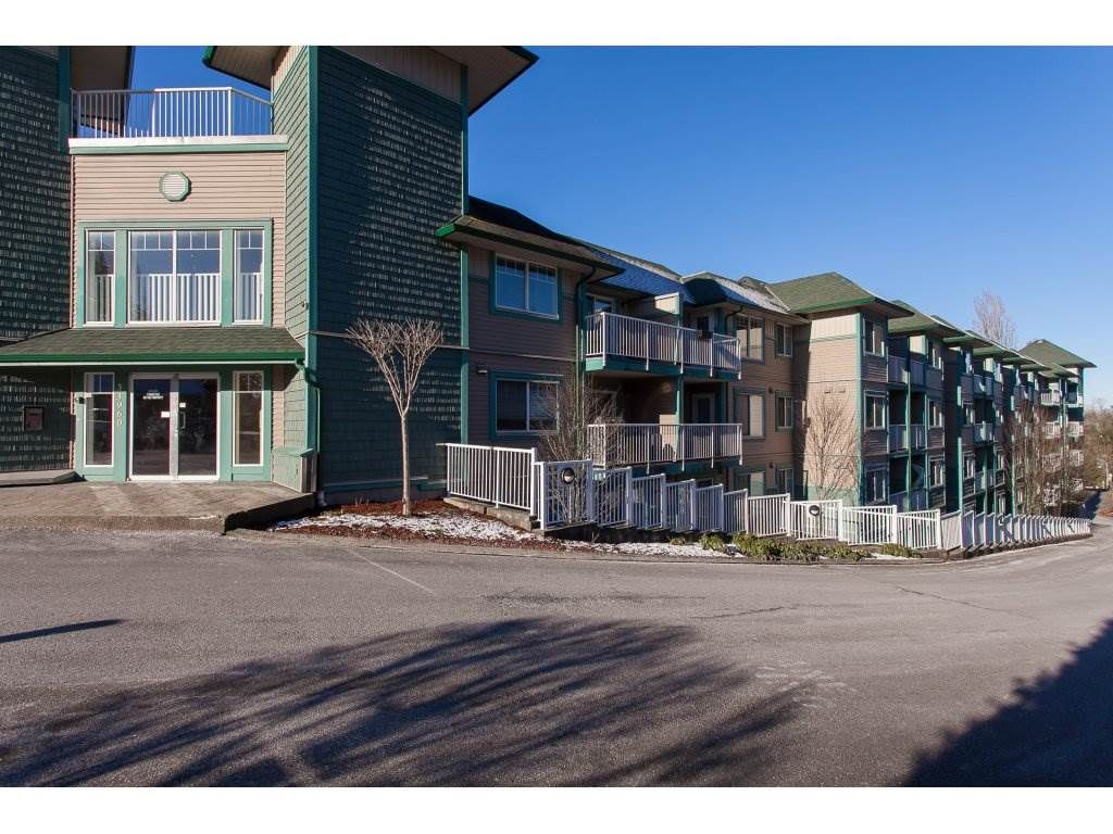 """Photo 2: Photos: 412 33960 OLD YALE Road in Abbotsford: Central Abbotsford Condo for sale in """"Old Yale Heights"""" : MLS®# R2241666"""