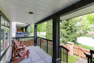 """Photo 2: 8 19448 68 Avenue in Surrey: Clayton Townhouse for sale in """"Nuovo"""" (Cloverdale)  : MLS®# R2368911"""