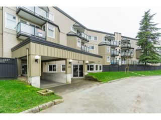 """Photo 14: 119 1850 E SOUTHMERE Crescent in Surrey: Sunnyside Park Surrey Condo for sale in """"SOUTHMERE PLACE"""" (South Surrey White Rock)  : MLS®# R2465271"""
