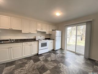 Photo 3: 1404 G Avenue North in Saskatoon: Mayfair Residential for sale : MLS®# SK852321