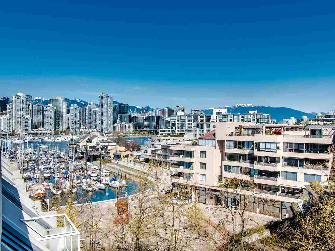 """Main Photo: 303 673 MARKET Hill in Vancouver: False Creek Townhouse for sale in """"MARKET HILL TERRACE"""" (Vancouver West)  : MLS®# R2509909"""