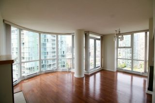 """Photo 6: 2006 1077 MARINASIDE Crescent in Vancouver: Yaletown Condo for sale in """"MARINASIDE RESORT"""" (Vancouver West)  : MLS®# R2074726"""