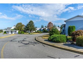 """Photo 2: 48 32691 GARIBALDI Drive in Abbotsford: Abbotsford West Townhouse for sale in """"Carriage Lane"""" : MLS®# R2096442"""