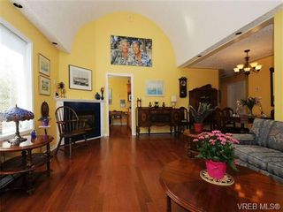 Photo 2: 201 9905 Fifth St in SIDNEY: Si Sidney North-East Condo for sale (Sidney)  : MLS®# 682484