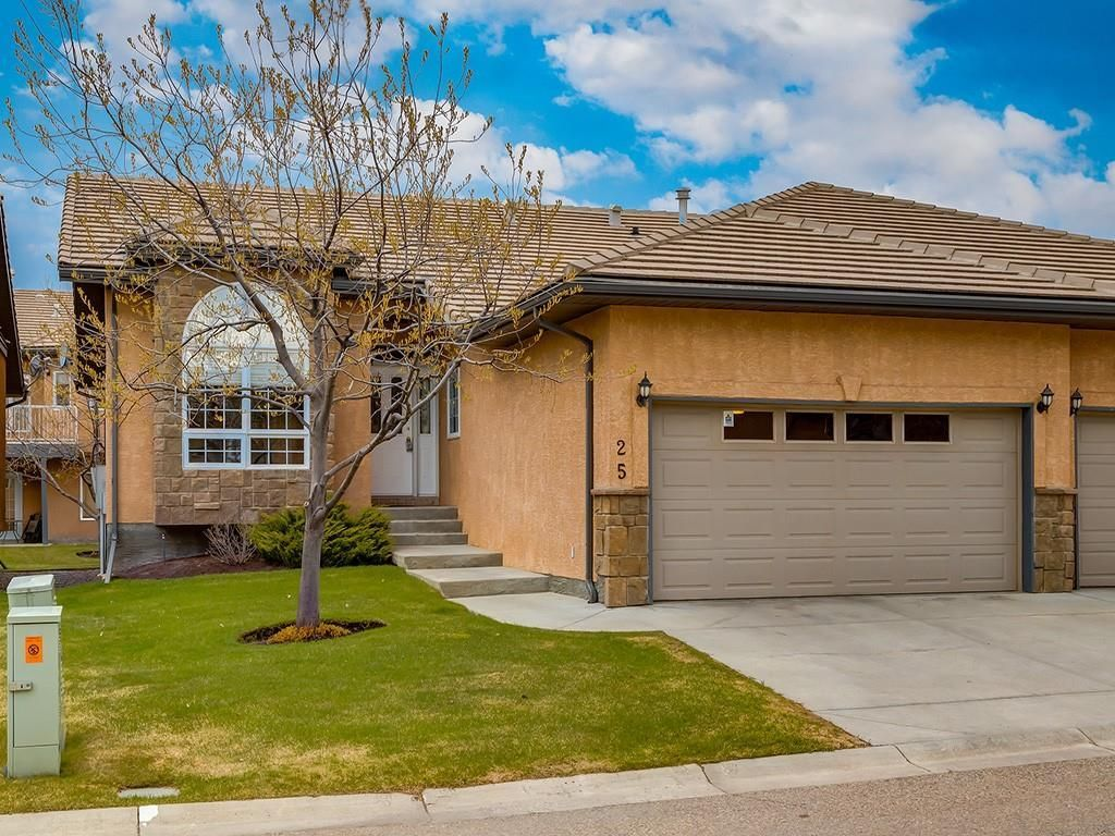 Main Photo: 25 SHANNON ESTATES Terrace SW in Calgary: Shawnessy Semi Detached for sale : MLS®# C4225624