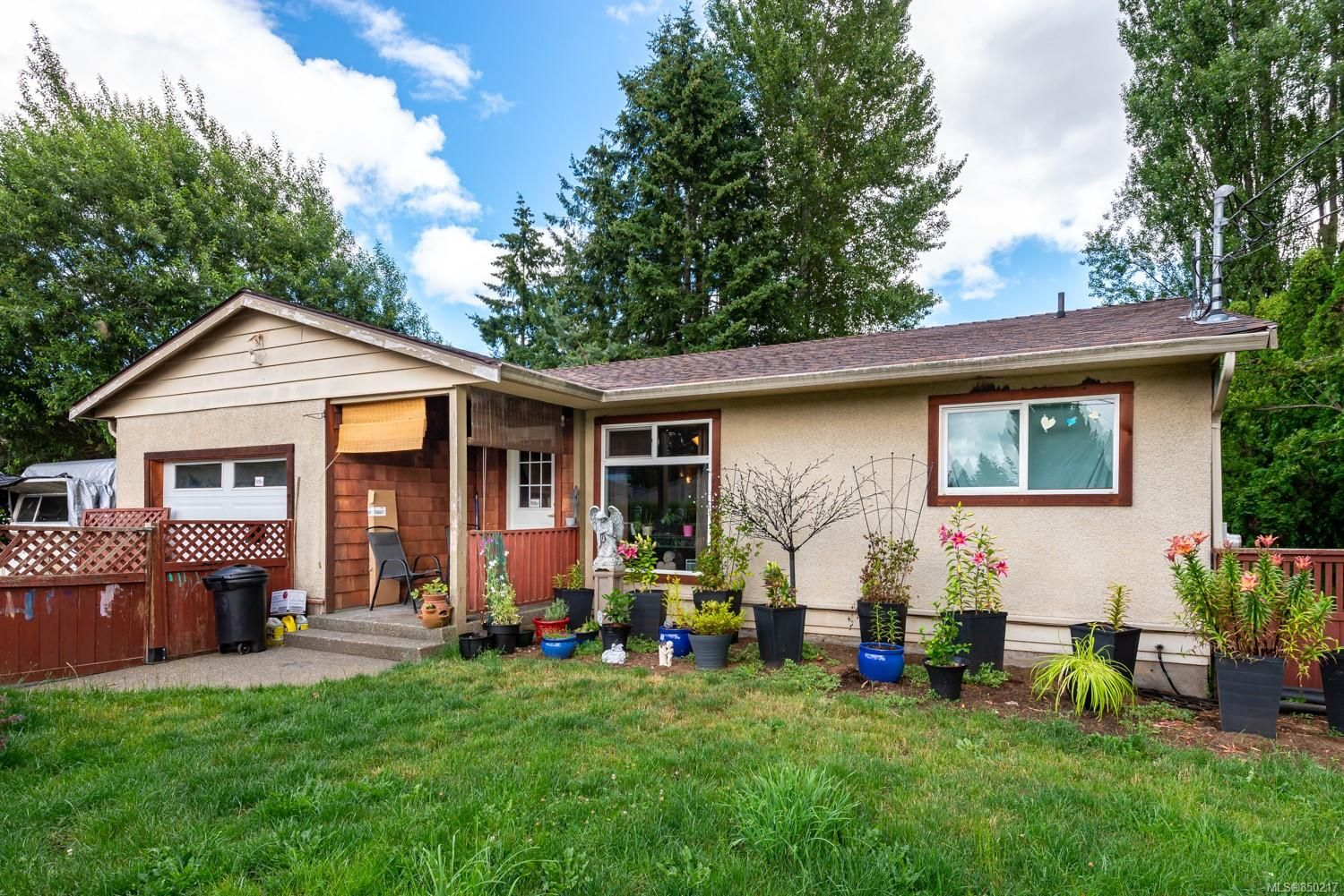 Main Photo: 1750 Willemar Ave in : CV Courtenay City House for sale (Comox Valley)  : MLS®# 850217