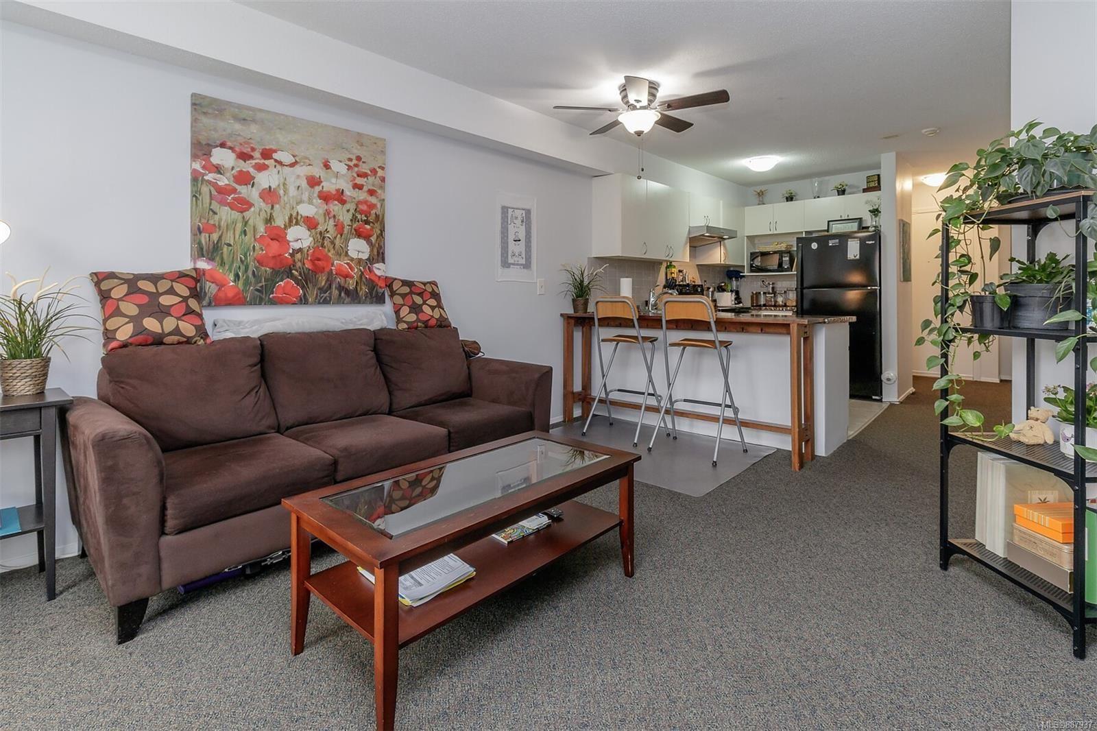 Main Photo: 109 3215 Cowichan Lake Rd in : Du West Duncan Condo for sale (Duncan)  : MLS®# 887937
