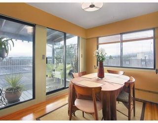 "Photo 1: 1450 Chesterfield in North Vancouver: Condo for sale in ""MOUNTAIN VIEW"" : MLS®# V798195"