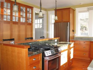 Photo 4: 210 Irving Rd in VICTORIA: Vi Fairfield East House for sale (Victoria)  : MLS®# 594610
