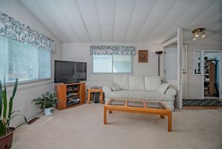 """Photo 4: 102 2303 CRANLEY Drive in Surrey: King George Corridor Manufactured Home for sale in """"SUNNYSIDE ESTATES"""" (South Surrey White Rock)  : MLS®# R2618060"""