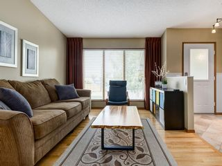 Photo 3: 23 SANDERLING Court NW in Calgary: Sandstone Valley Detached for sale : MLS®# A1035345