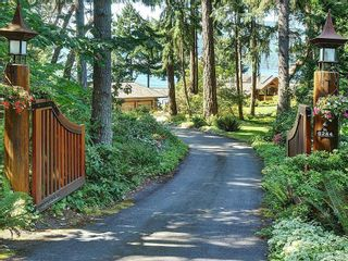 Photo 2: 8244 West Saanich Rd in : CS Inlet House for sale (Central Saanich)  : MLS®# 861290