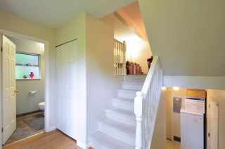 """Photo 2: 8895 FINCH Court in Burnaby: Forest Hills BN Townhouse for sale in """"PRIMROSE HILL"""" (Burnaby North)  : MLS®# R2061604"""