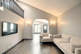 Photo 4: 68 Bermondsey Way NW in Calgary: Beddington Heights Detached for sale : MLS®# A1152009