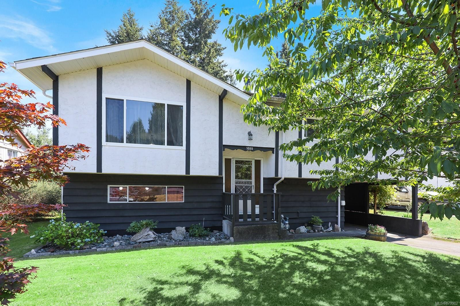Main Photo: 1080 16th St in : CV Courtenay City House for sale (Comox Valley)  : MLS®# 879902